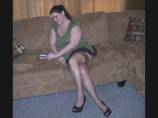 Mature crossed legs nylons
