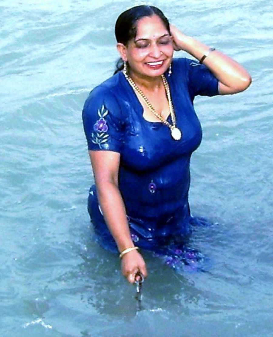 Mallu aunties bathing photos