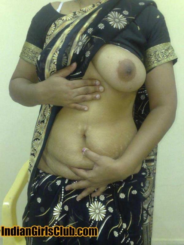 Desi aunty saari showing boob