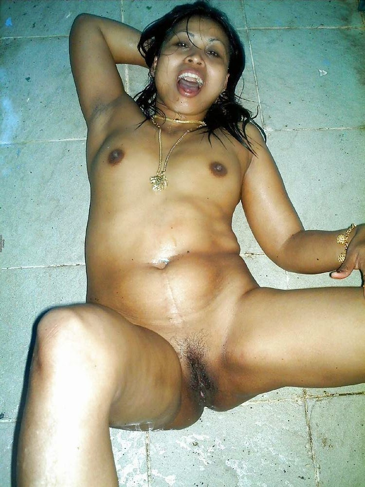 Indian gujrati village aunty nude sex stills
