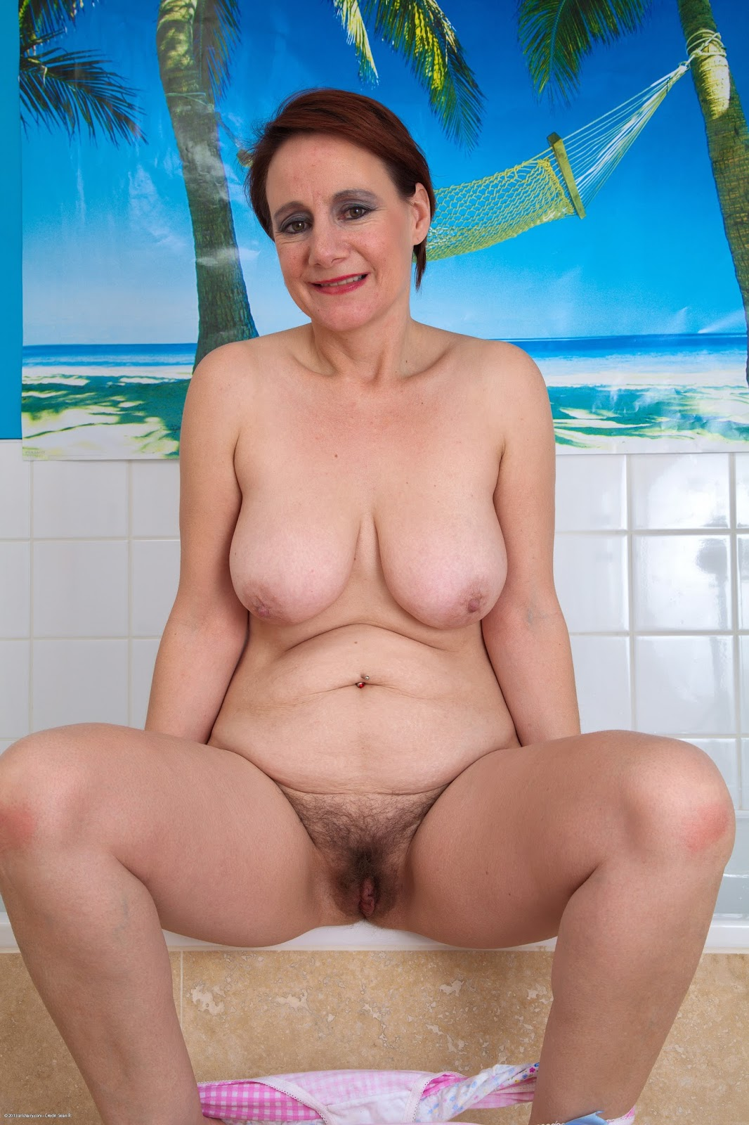 Old mature hairy wives naked