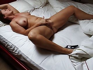 Nude mature women masturbating