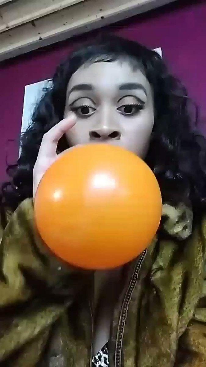 Fetish balloon smoke girl