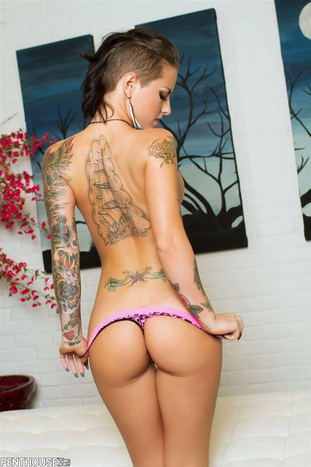 Sexy nude girls with tattoos and piercings