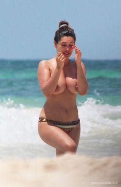 Kelly brook nude paparazzi