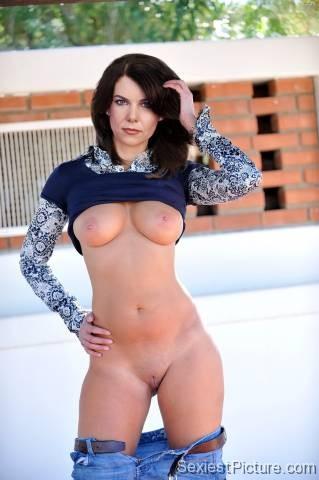 Nude lauren pussy graham