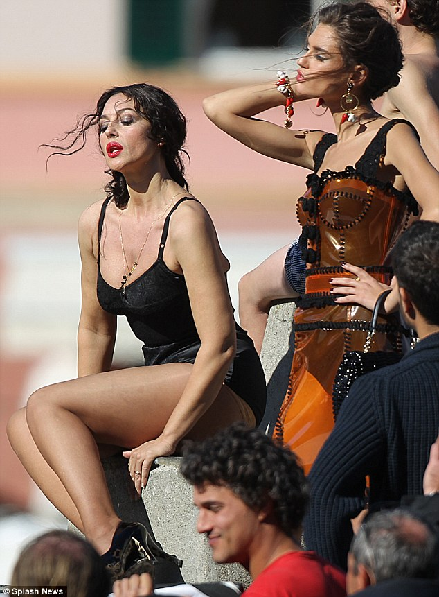 Monica bellucci sunbathing nude