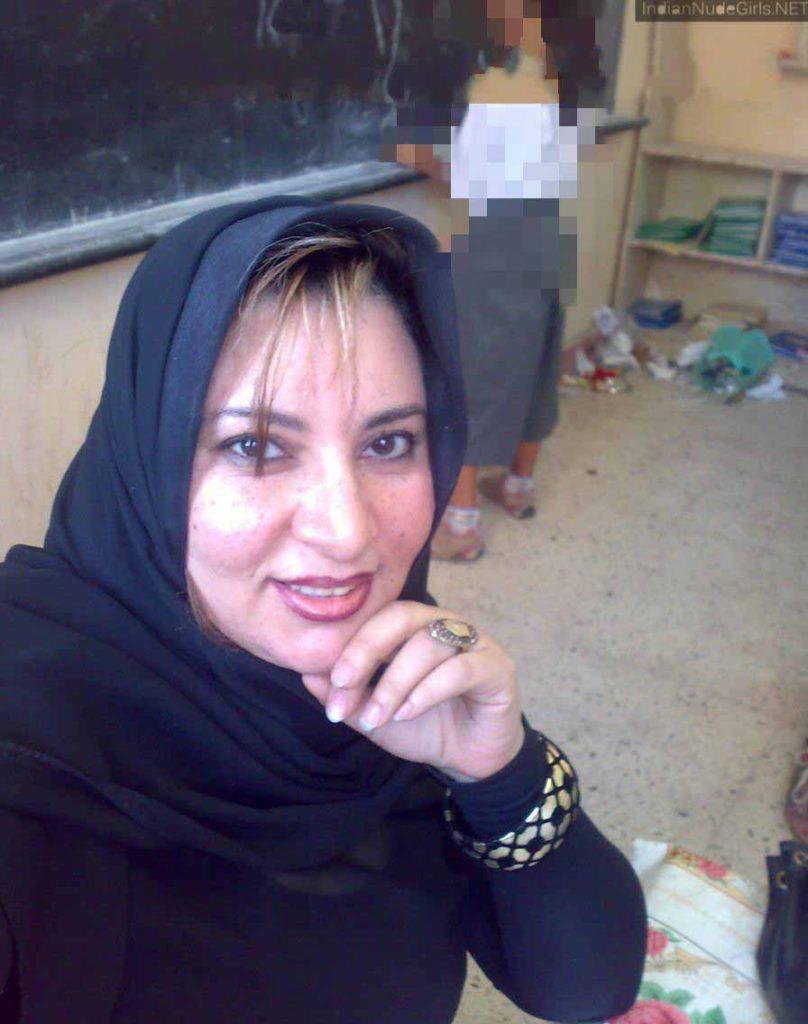 Muslim gir show her boobs pic
