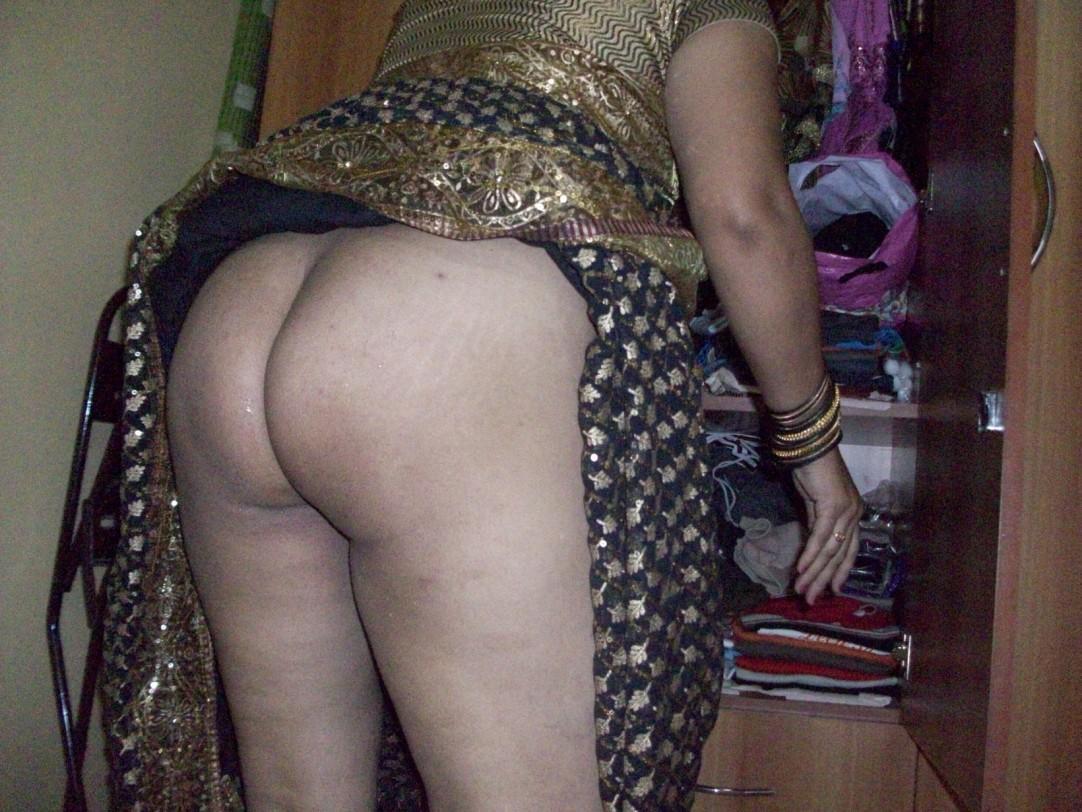 Desi aunty saree ass nude