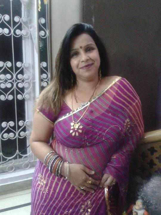 Indian mature aunty saree