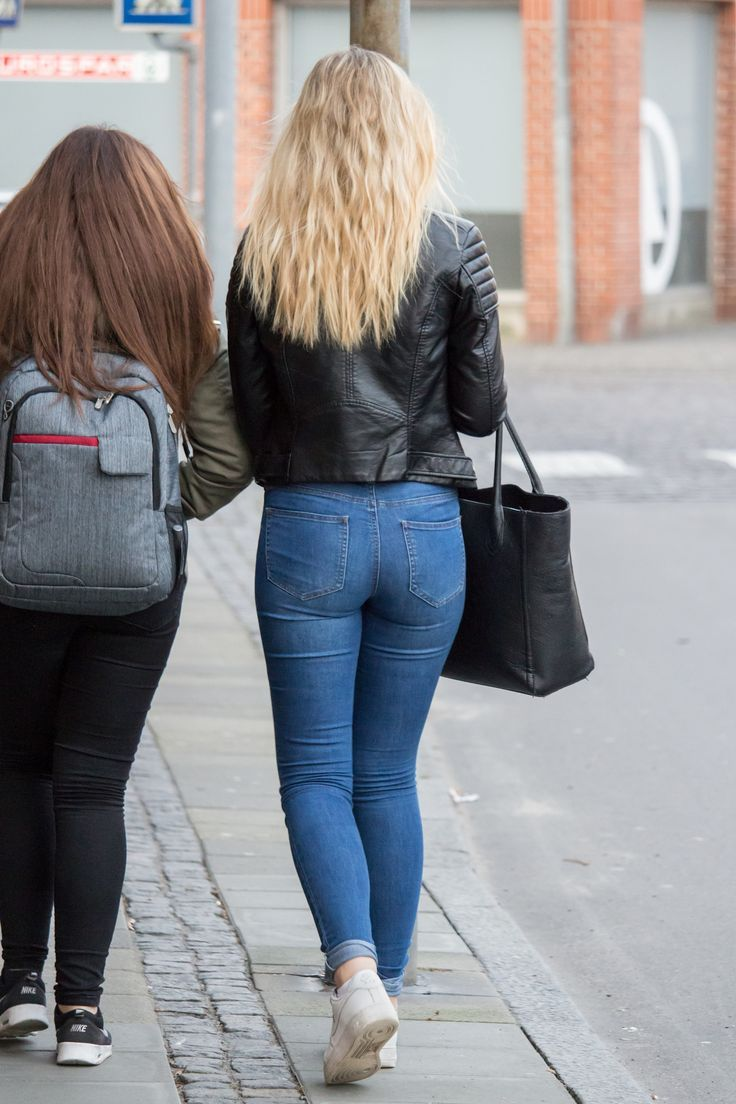Candid street ass in tight jeans