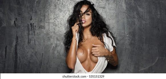 Pose nude big breast black
