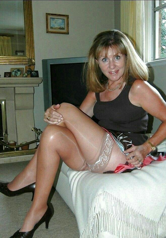 Sexy mature woman amateur