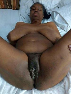 Nude old ebony pussy
