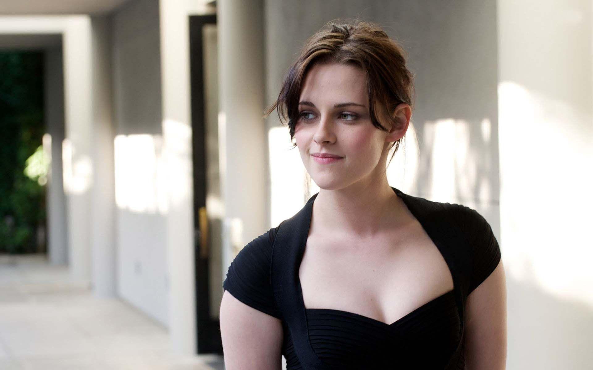 Hot boobs pic actress kristen stewart