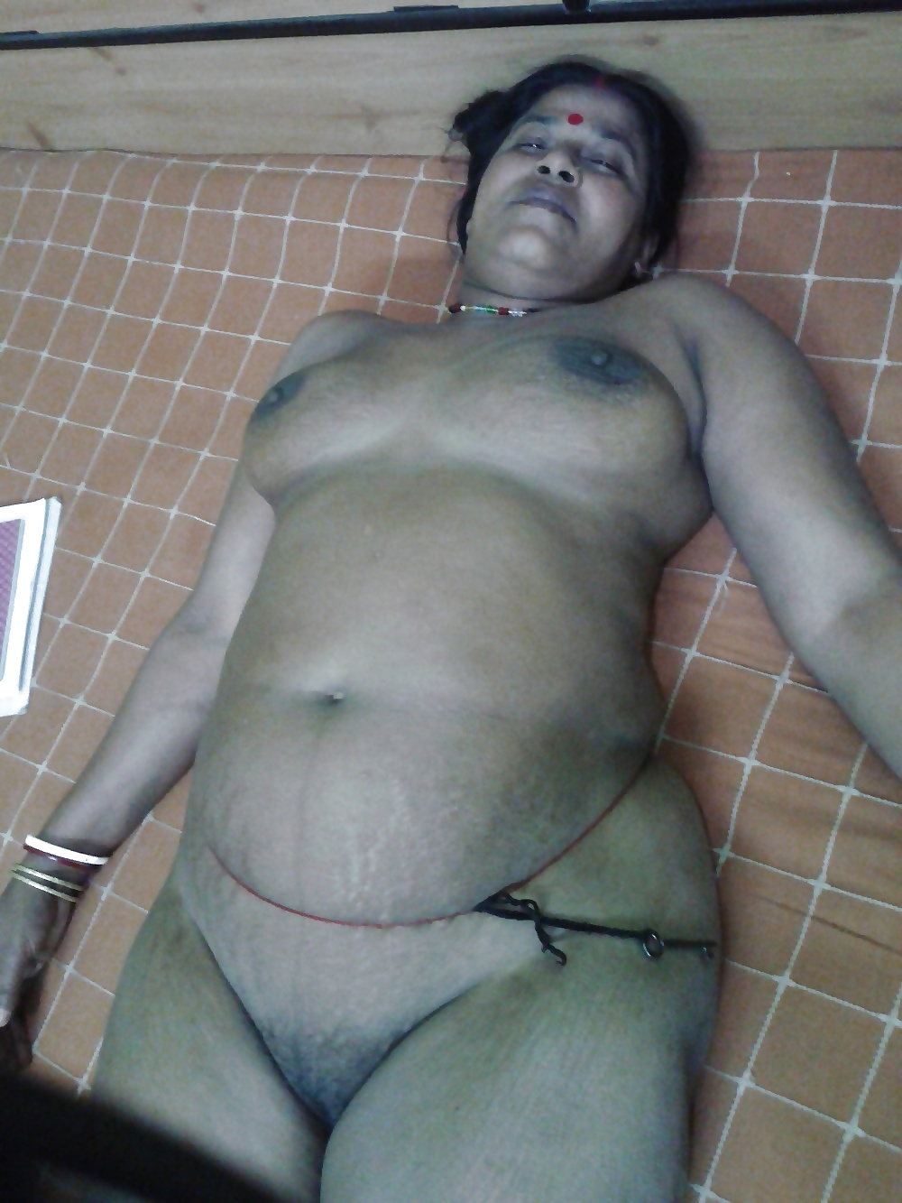 Indian mature nude aunty