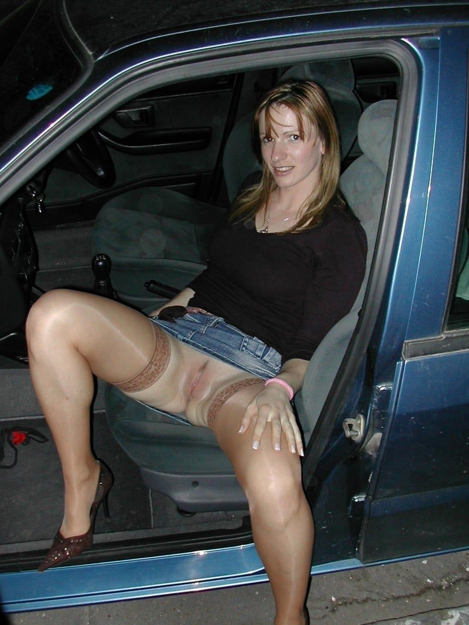 Amateur wife flashing upskirt no panties