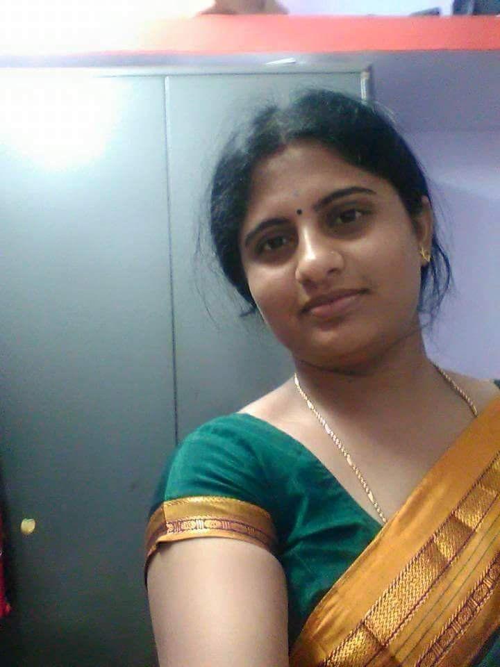 Tamil aunty saree open pic com