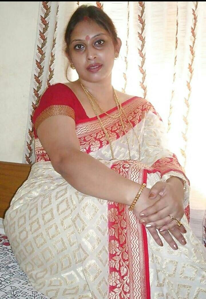 Sexy kerala aunty saree