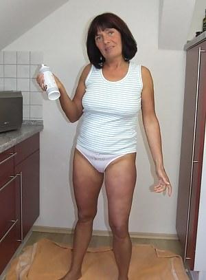 Mature black grannies in panties