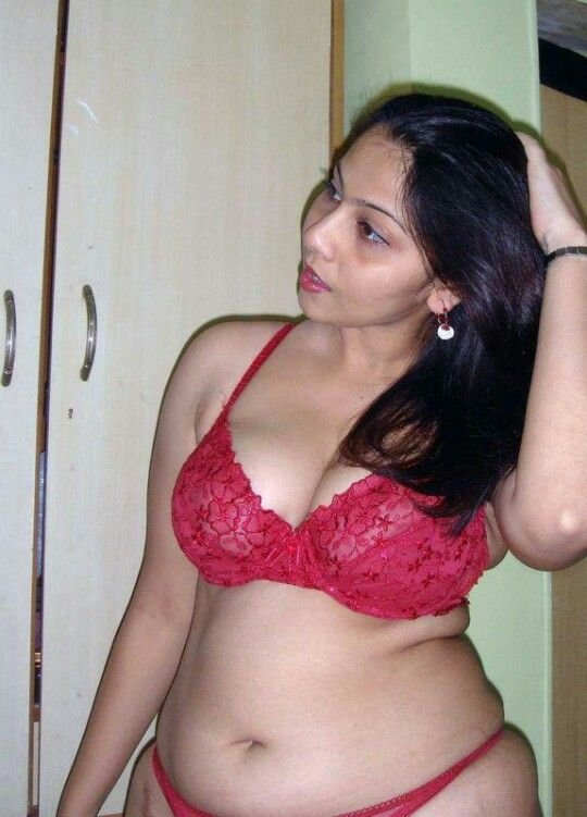 Desi aunty in red bikini