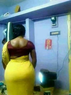 Bhabhi ass in saree