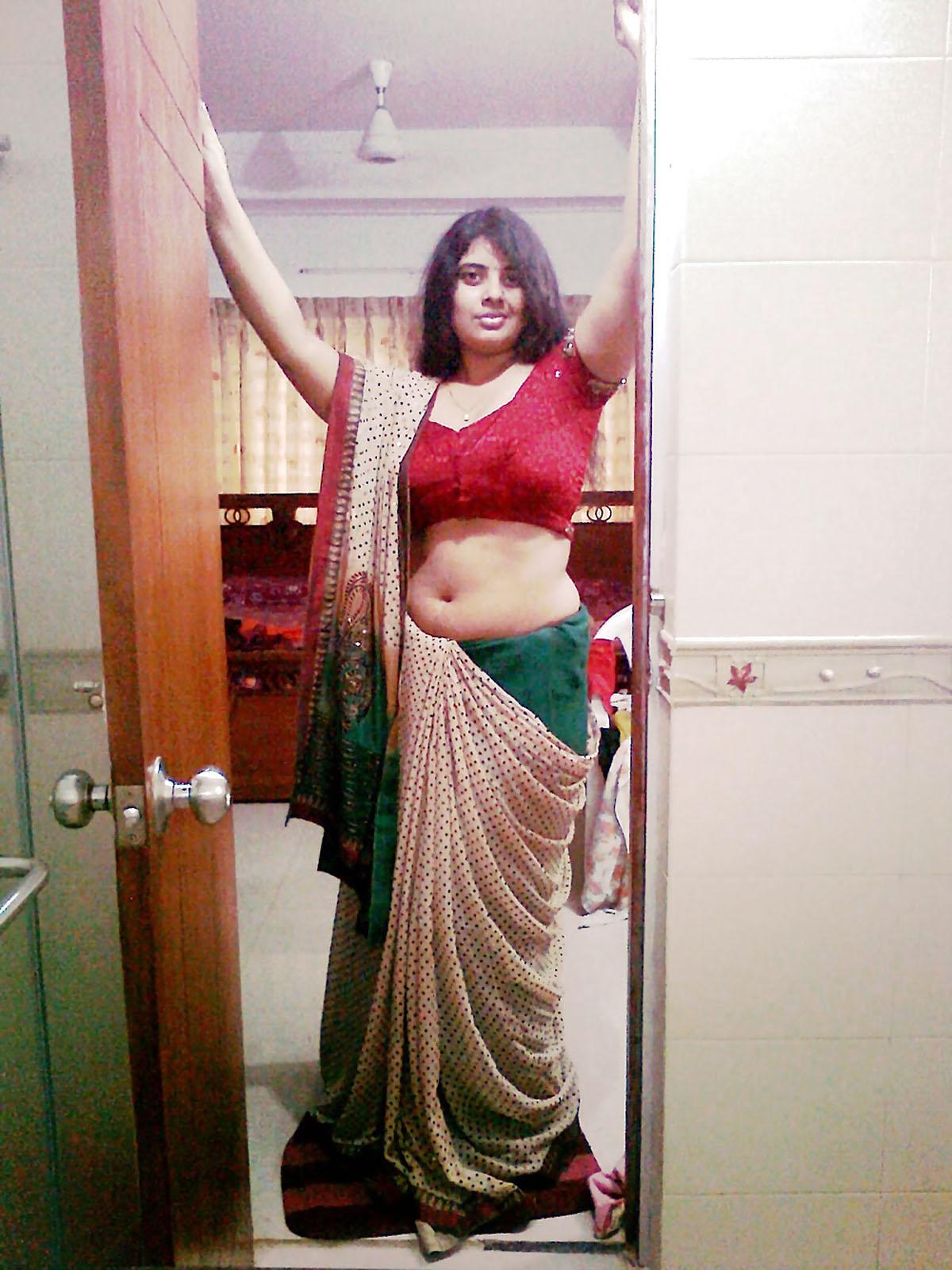 Real life aunty saree nude