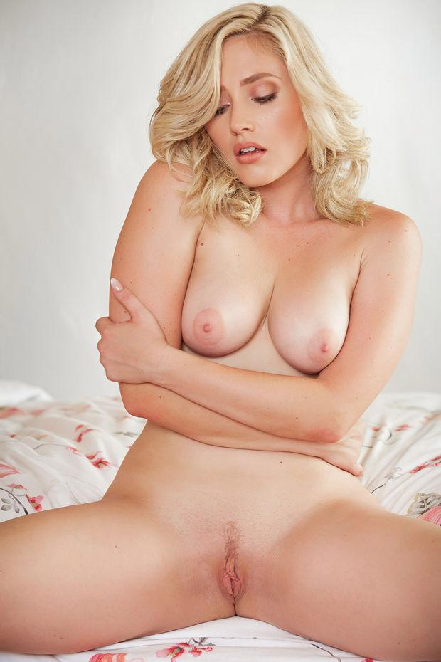 Big blonde solo milf xxx