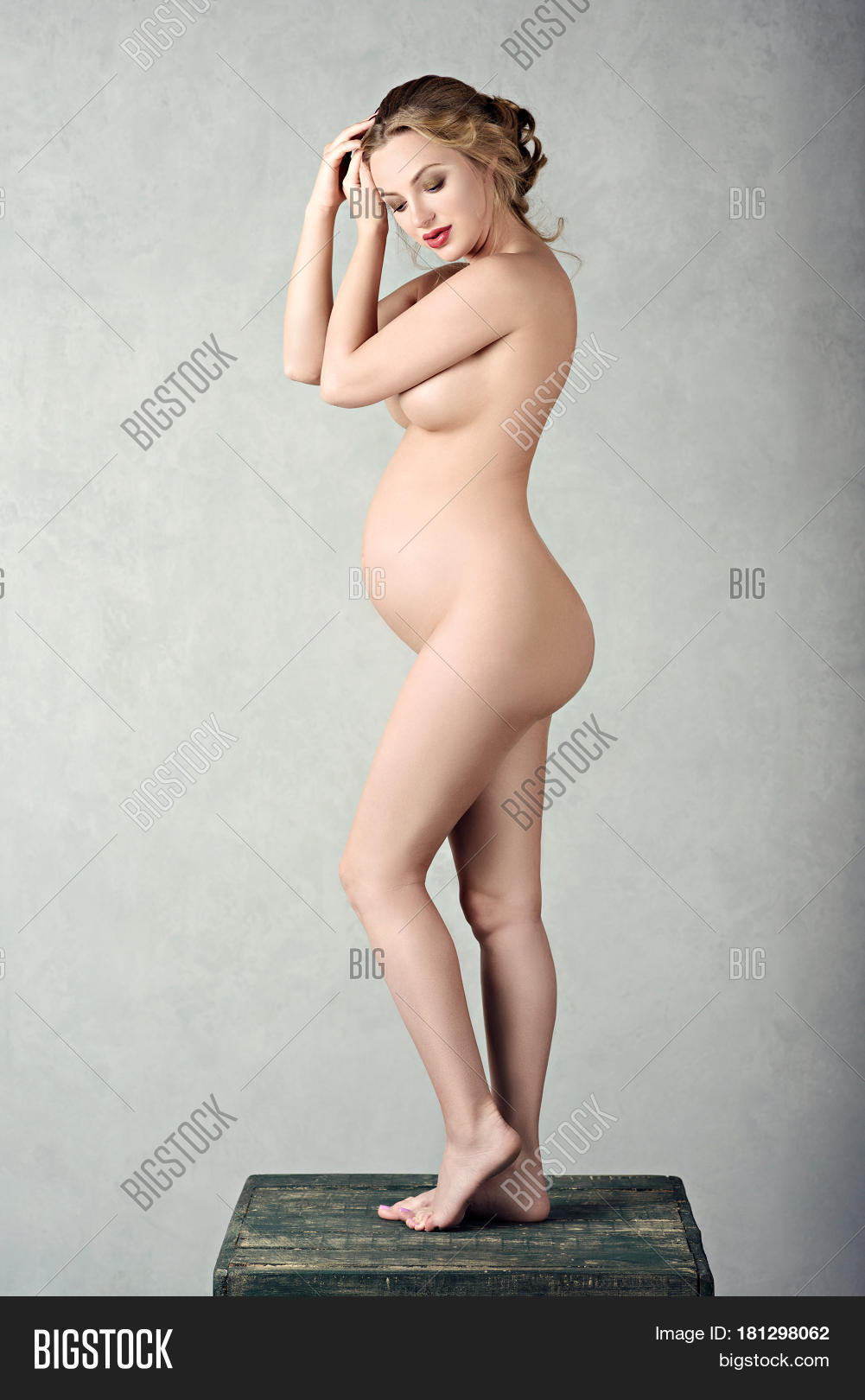 Women who are pregnant posing naked