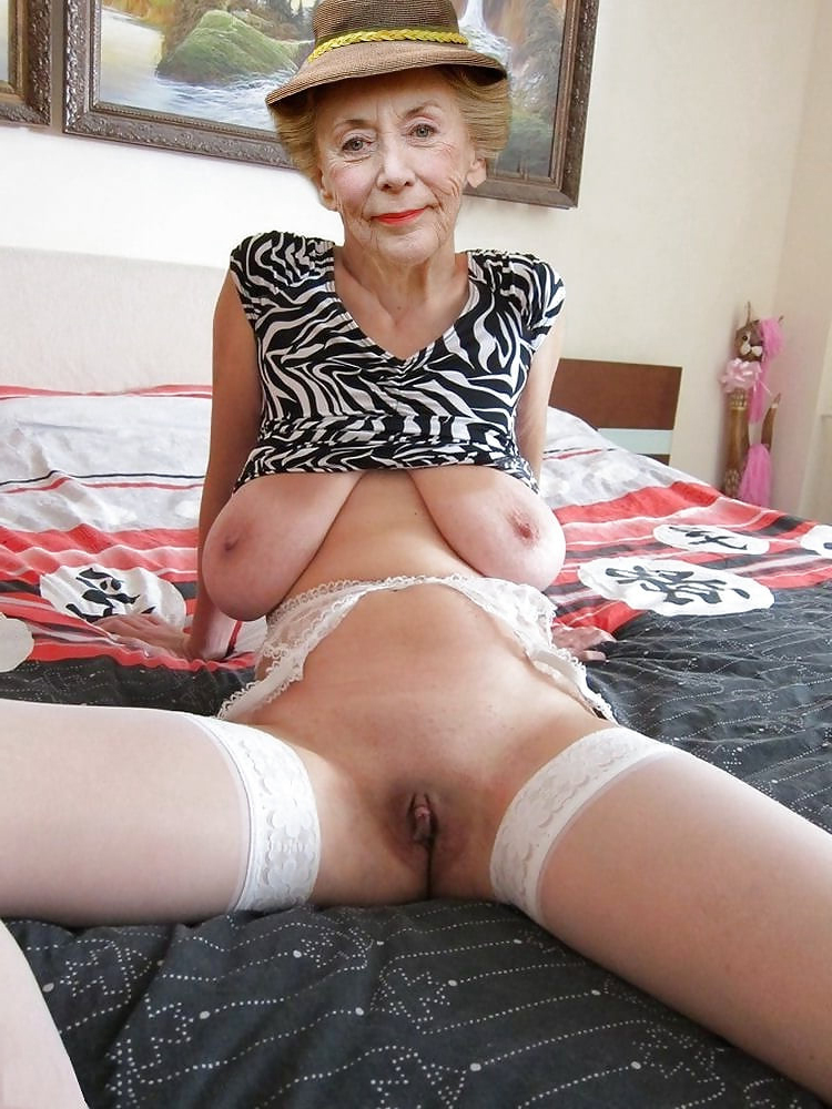 Nude old woman pussy