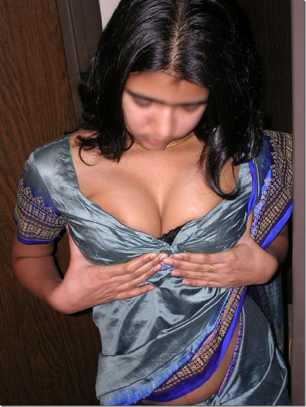 Desi nude anti up sari ass potos