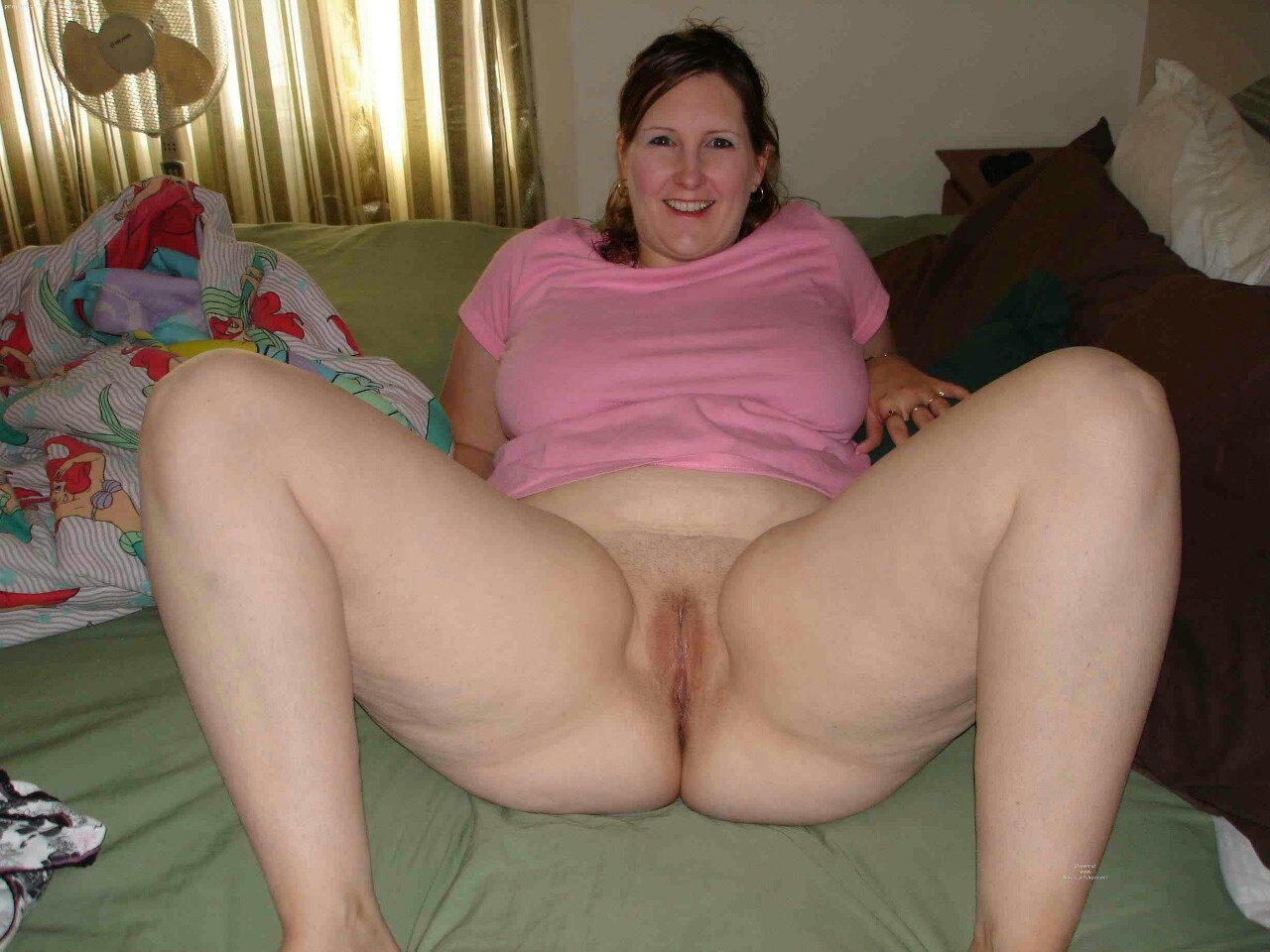 Chubby women shaved spread