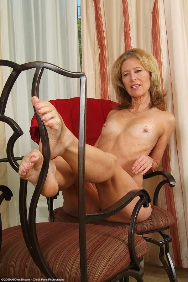 Mature feet porn granny pics