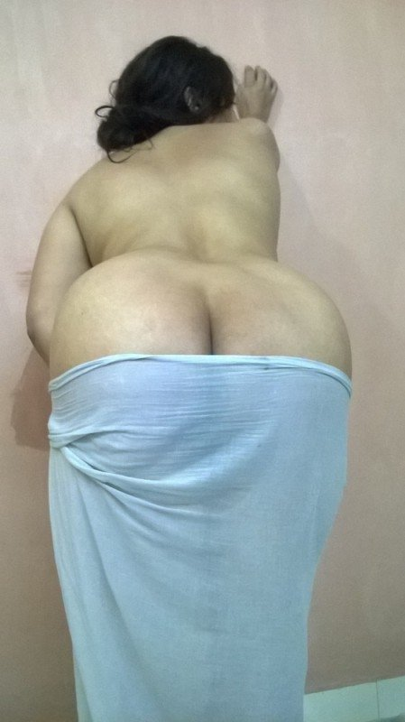 Aunty hot back nude photos