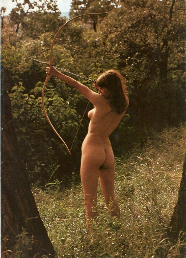 Nude sexy archer girl