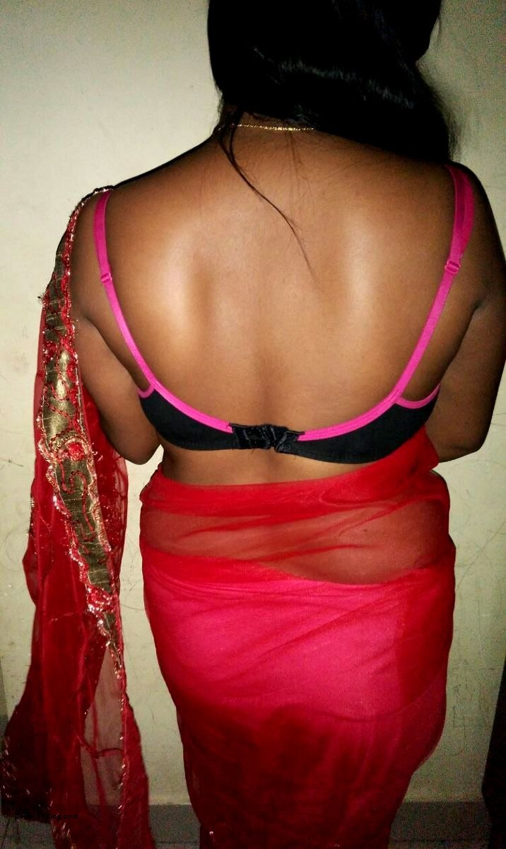 Aunty real saree nude back