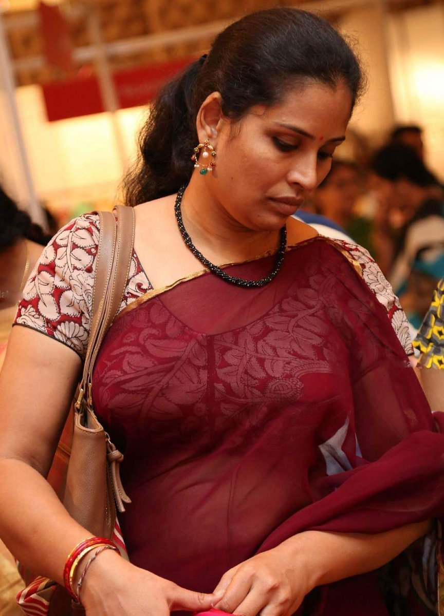 Hot auntys nude saree
