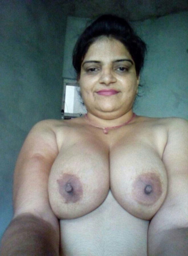 Deshi bhabhi boobs pic