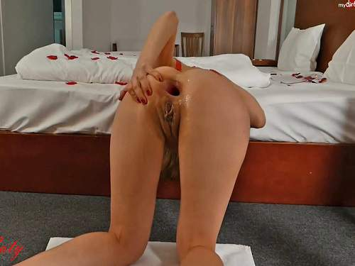 Skinny girls huge dildos