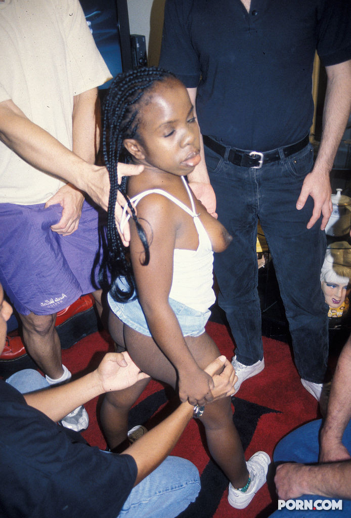Black teen fucked by dwarf pichunter