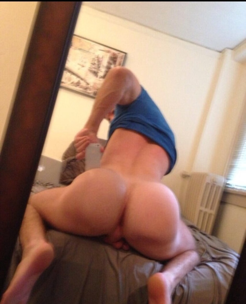 Naked ass man selfie
