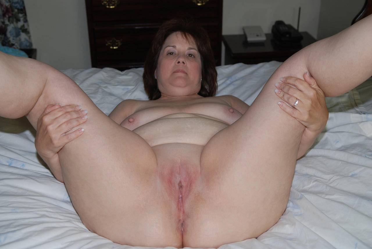 Chubby mature legs spread