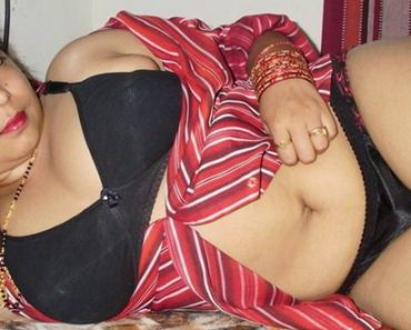 Nude indian aunties in saree