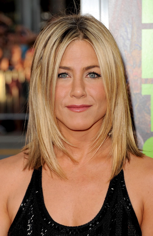Jennifer aniston messy hair