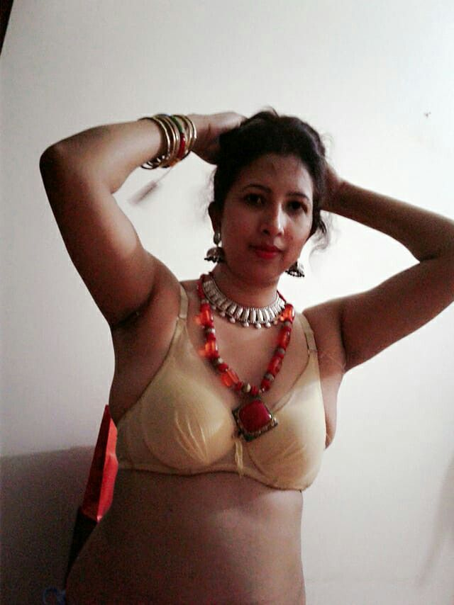 Sexy aunty uncle up