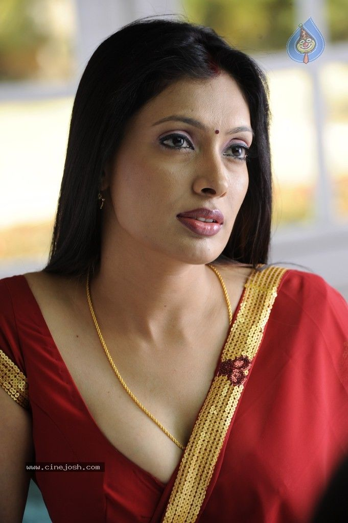 Indian actress blouse cleavage
