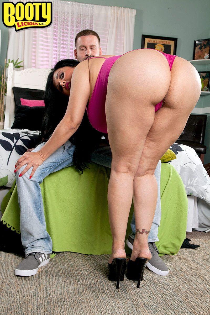 Latina big booty blow jobs