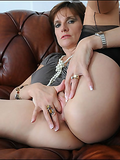 Mature women fingering themselves