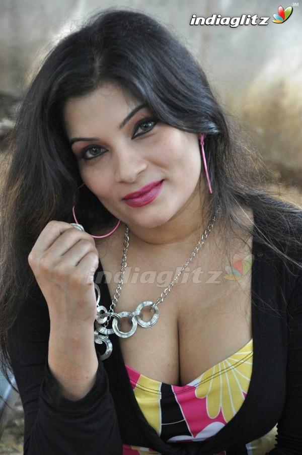 Tamilactress mumtaz fake nude pics