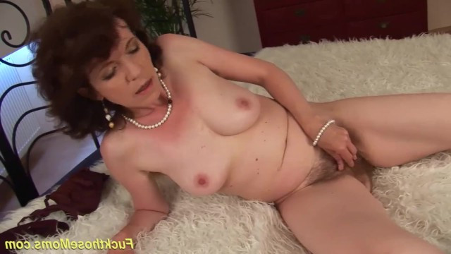 Very hairy old pussy